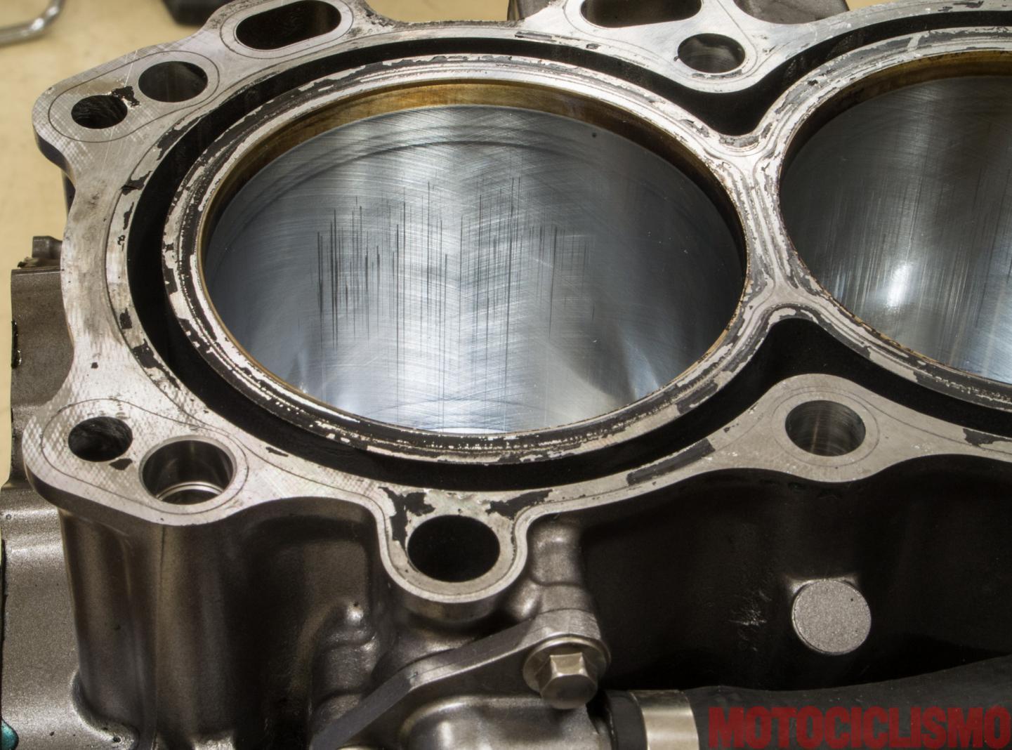 111882d1491433528-new-crf1000l-50-000km-test-honda-africa-twin-long-test-motociclismo-smontaggio-motore-usura-cilindri.jpg